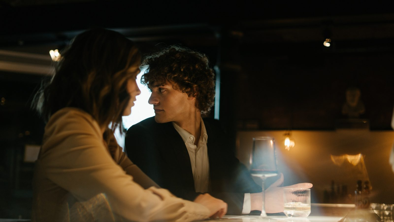 Not sure how she feels about you on a date? 3